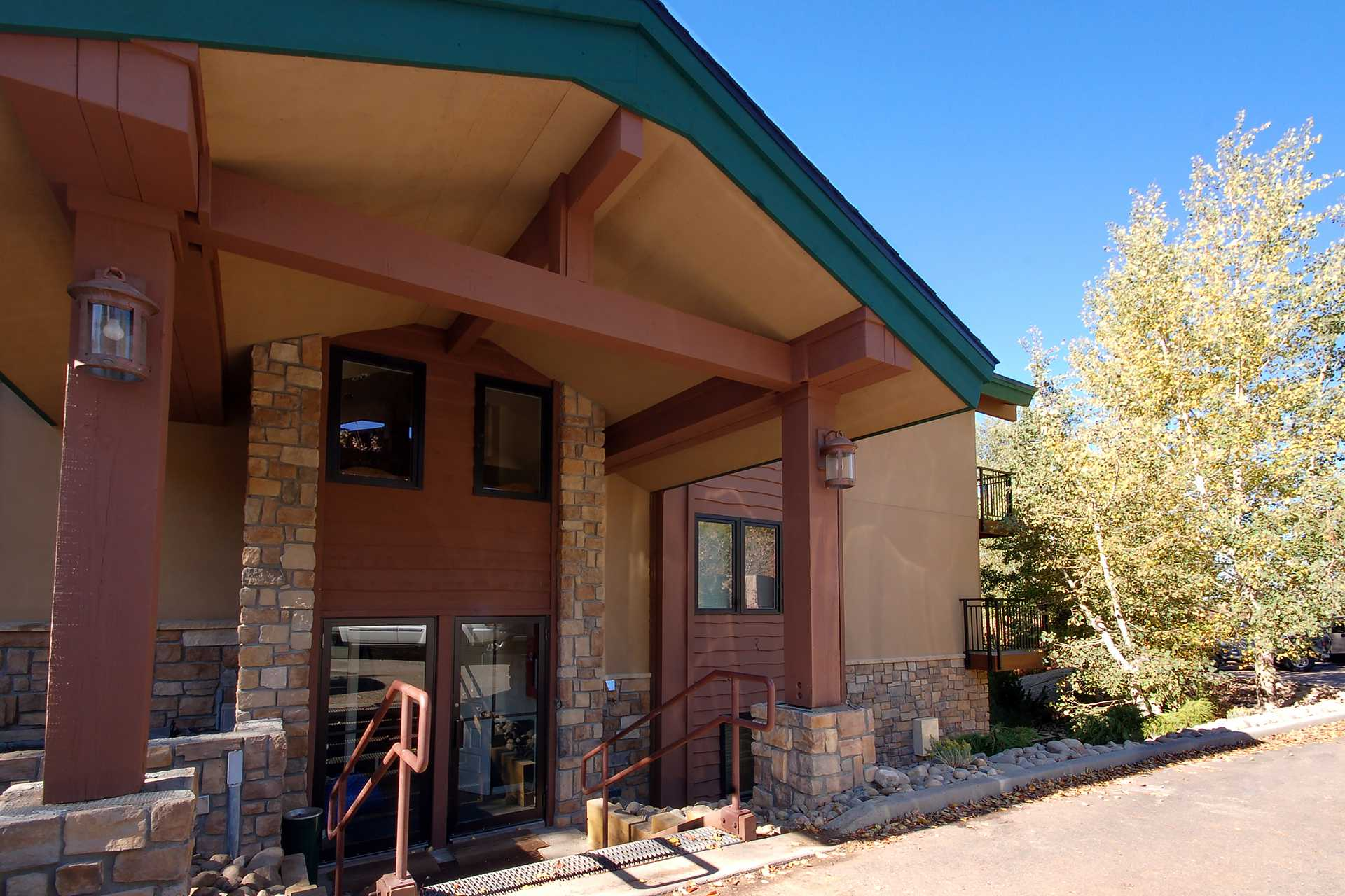 SL301 - Scandinavian Lodge and Condominiums